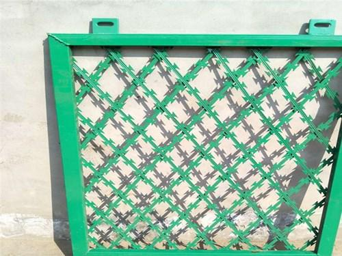 焊接刀片刺网护栏